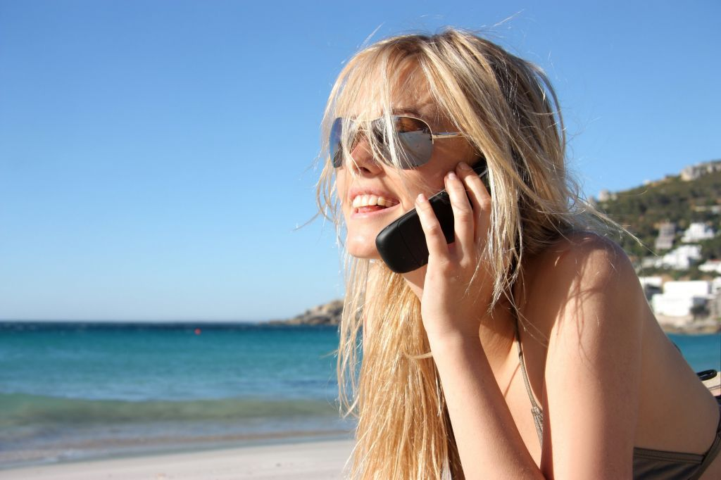 mobile_cell_phone_beach_holiday_sun_sea.jpg