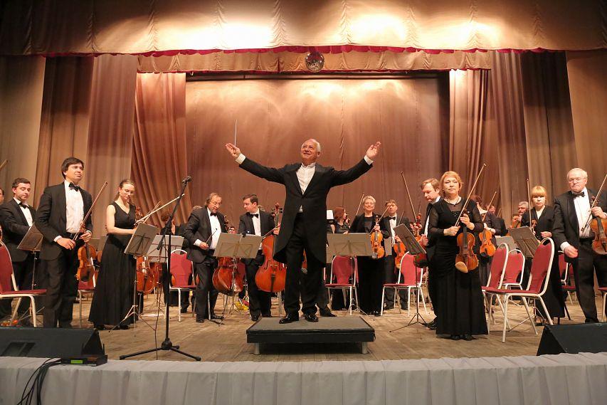 Владимир Спиваков привёз в Старый Оскол полный состав оркестра