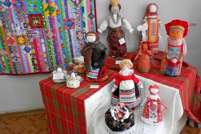 Выставка авторских кукол завершает свою работу в Старом Осколе
